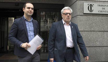 El delegado de la EMVS, Francisco López Barquero, y el concejal de Urbanismo, José Manuel Calvo, hoy en el Tribunal de Cuentas.