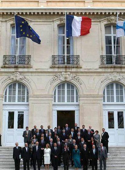 Foto de familia, ayer en Marsella, de los 43 cancilleres de la UE y de los países del sur mediterráneo.