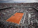 """(FILES) In this file photo taken on May 26, 2019 shows a general view of the Philippe Chatrier court, on day 1 of The Roland Garros 2019 French Open tennis tournament in Paris. - The French government has discussed a possible """"delay of a few days"""" of this year's French Open with the event organisers, the sports ministry told on April 6, 2021. (Photo by Anne-Christine POUJOULAT / AFP)"""