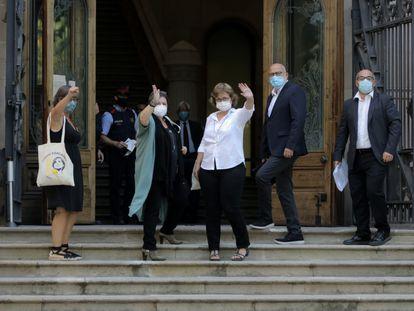 Los exmiembros de la Mesa del Parlament acusados de desobediencia entran en el Tribunal Superior de Justicia.