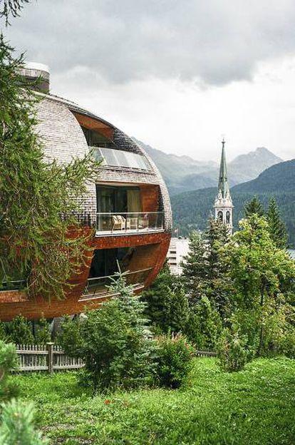 Fachada de Chesa Futura, edificio de viviendas en St. Moritz.