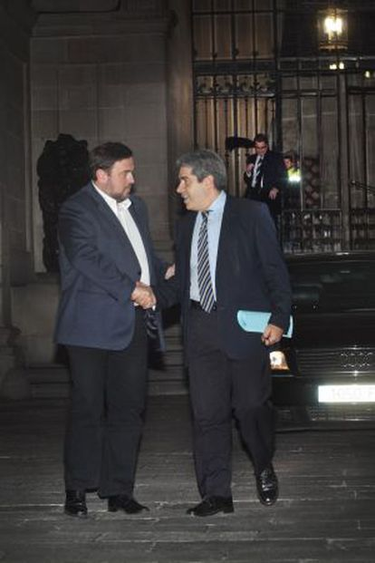 Oriol Junqueras y Francesc Homs. Al fondo Artur Mas, esta noche.