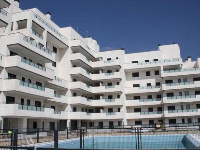 Bloque de viviendas de la cooperativa Arroyo Bodonal en Tres Cantos (Madrid), considerado de consumo de energía casi nulo.