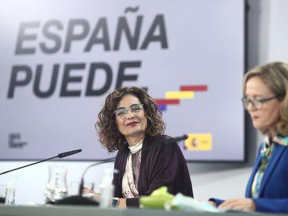 La ministra Portavoz y de Hacienda, María Jesús Montero, y la vicepresidenta y ministra de Asuntos Económicos, Nadia Calviño.