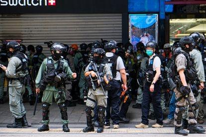 Policías antidisturbios en Hong Kong, el pasado miércoles.