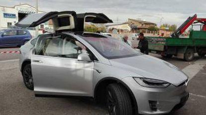 En la imagen, un coche Tesla Model X. Uno de los automóviles que se incluyen en la rifa.