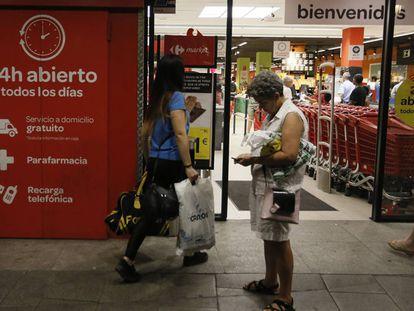 La entrada del Carrefour 24 horas de Lavapiés (Madrid), esta semana. KIKE PARA