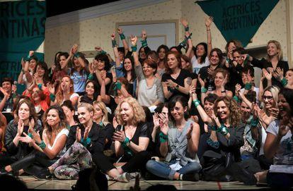 Actrices argentinas en la rueda de prensa para acompañar a Thelma Fardín.