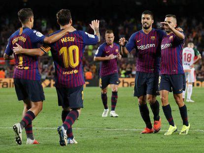 Coutinho, Messi, Suárez y Alba celebran la consecución del tercer gol al Alavés.