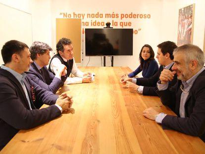Los líderes de Ciudadanos (dcha.) reunidos con Societat Civil Catalana.