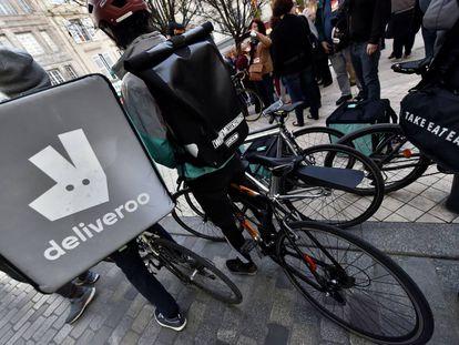Barcelona no es la única ciudad en la que los repartidores de Deliveroo se han manifiestado. En la imagen, protestas en Burdeos el pasado mes de marzo.