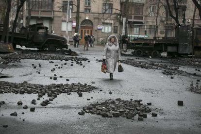 Una mujer, este domingo en Kiev.
