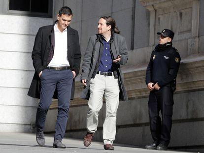 Encuentro de Pedro Sanchez, Secretario General del PSOE, y Pablo Iglesias, líder de Podemos, camino del Congreso de los Diputados.