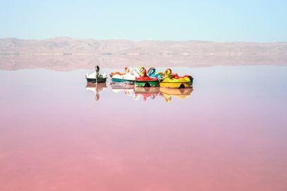 El lago Maharloo, en las cercanías de Shiraz. Una de las paradas en el viaje por Persia de García de Silva y Figueroa que visitó siglos después el fotógrafo Manolo Espaliú.