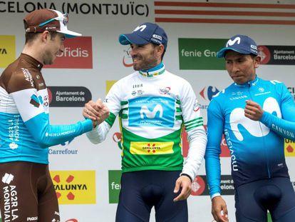 Valverde, en el podio final de la Volta, entre el segundo, Nairo (a la derecha), y el tercero, el francés Latour.