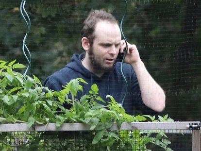 Joshua Boyle, en el jardín de su casa en Ontario (Canada), poco después de ser liberado junto a su familia en octubre de 2017.