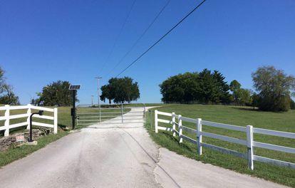 La entrada a la finca familiar de Gore, a las afueras del pueblo