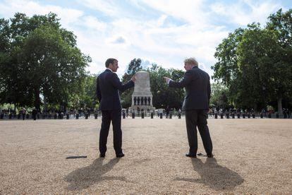 Boris Johnson y Emmanuel Macron en un encuentro en junio de 2020 en Londres.