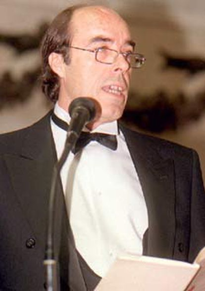 El académico Domingo Ynduráin, durante su discurso de ingreso en la Academia, en 1997.