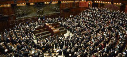 Los senadores, diputados y representantes regionales, en el Parlamento italiano.
