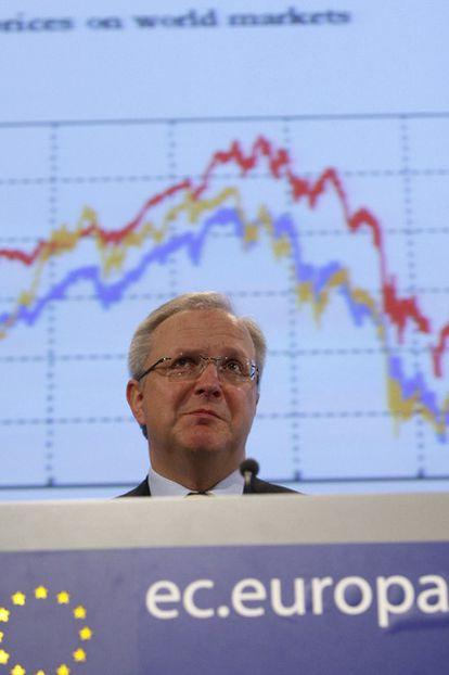 El comisario Olli Rehn, durante la comparecencia de ayer en Bruselas.