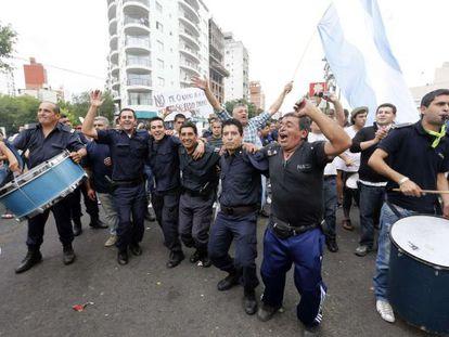 Protesta de policías en La Plata (Argentina).