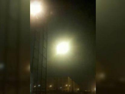'The New York Times' ha publicado, y verificado, este jueves un vídeo que muestra aparentemente cómo un misil impacta contra un objeto en torno a la misma hora y en la misma zona en la que se estrelló el Boeing de la aerolínea ucrania.