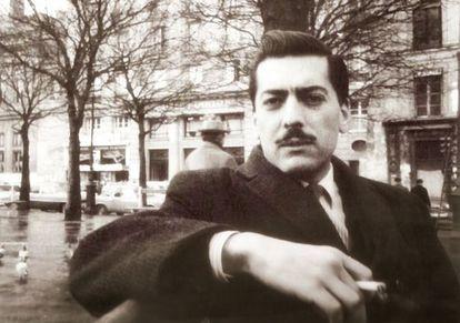 Mario Vargas Llosa, fotografiado en París en 1960.