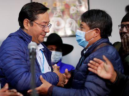 Luis Arce (izquierda) y David Choquehuanca celebran el domingo por la noche el triunfo de sus candidaturas a la presidencia de Bolivia.