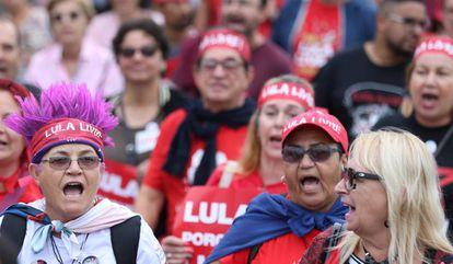 Apoiadores de Lula em marcha neste domingo em Curitiba.