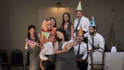 Escena de 'Ariadne auf Naxos', en el estreno de la temporada del Liceo de Barcelona, con la soprano Miina-Liisa Varela, en el centro.