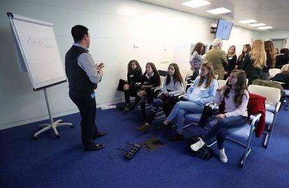 Uno de los talleres desarrollados con motivo del Día Internacional de las Chicas en las TIC.
