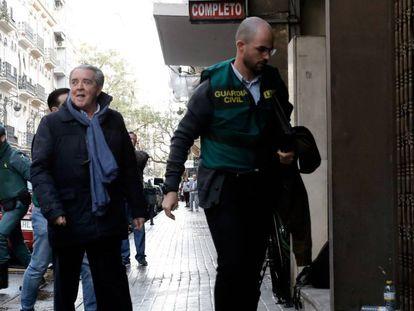El abogado José María Corbín, cuñado de la exalcaldesa de Valencia Rita Barberá, llega a su despacho para asistir al registro del mismo.