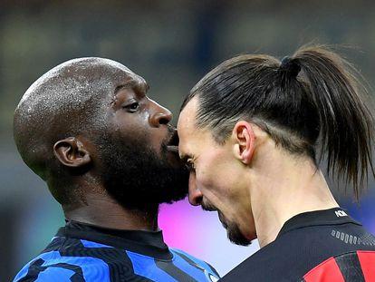 Lukaku e Ibrahimovic se encaran en San Siro la semana pasada.