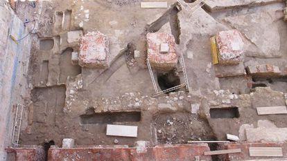 Restos del claustro del antiguo convento del Carmen.