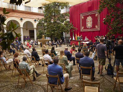 Pleno del Ayuntamiento de Granada para elegir al nuevo alcalde, este miércoles.