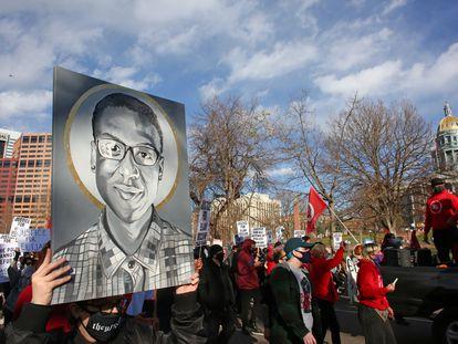 Protesta para exigir justicia por la muerte de Elijah McClain en noviembre de 2020, Colorado.