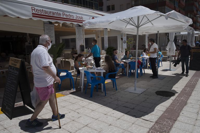 Terraza de un restaurante en la playa de Matalascañas, Huelva.