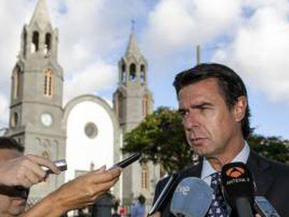 """El ministro de Industria, Energía y Turismo, José Manuel Soria, ha dicho hoy que la """"impresión que hay es que no hay un solo argumento"""" para oponerse al estudio de impacto ambiental de las prospecciones petrolíferas autorizadas por el Gobierno de la Nación a Repsol en aguas próximas a Canarias."""