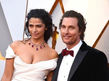 Matthew McConaughey y Camila Alves, a su llegada a los premios Oscars de 2018.