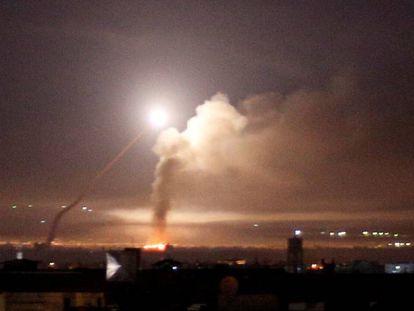 Disparo de un misil desde Damasco tras un ataque israelí, el 10 de mayo.