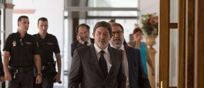 El ex director general de Trabajo, Francisco Javier Guerrero, a su llegada al Parlamento para comparecer ante la comisión de los ERE.
