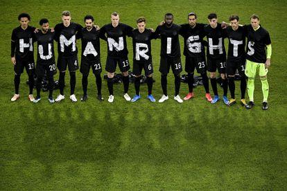 Los jugadores alemanes se manifiestan en Duisburgo.