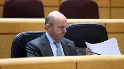 Luis de Guindos, ministro de Economía, en la sesión de control al Gobierno.
