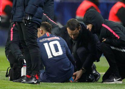 Neymar, en el momento de la lesión.