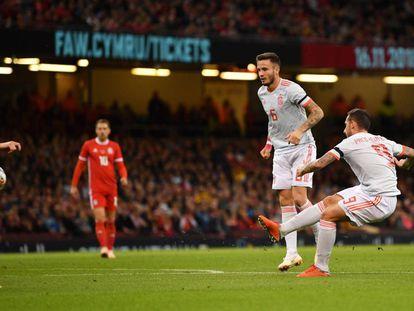 Alcácer marca el primer gol de España.