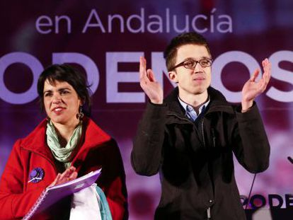 Teresa Rodríguez e Íñigo Errejón, en el mitin de Sevilla.