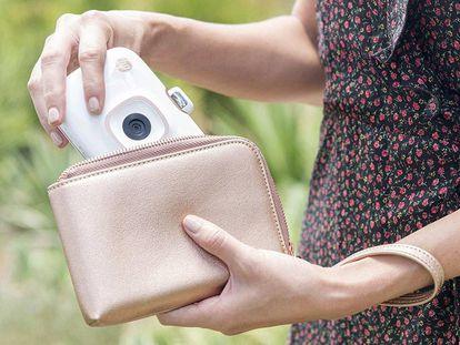 El modelo HP Sprocket 2 en 1 es, a la vez, una impresora portátil para el móvil y una cámara instantánea.