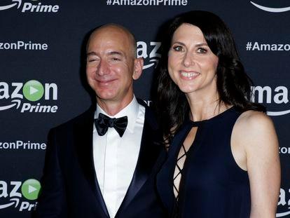 Jeff y MacKenzie Bezos, en una fiesta posterior a los Emmy en 2015.