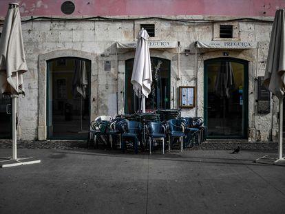 Terrazas cerradas en el centro de Lisboa.